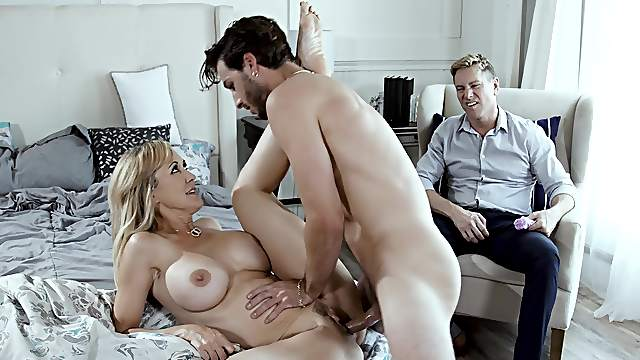 Beautiful MILF Brandi Love does the deed in front of her cuckold